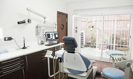 Limpieza bucal completa con opción a uno, dos o cuatro empastes desde 12,95 € en en 2 centros Implants Barcelona