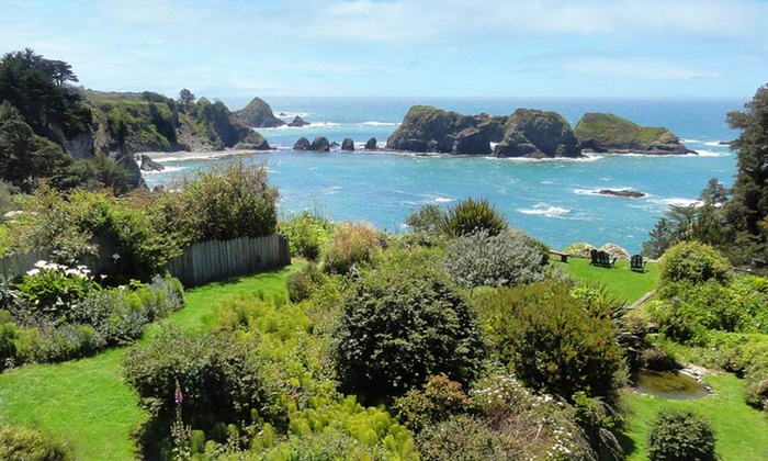 Sandpiper House Inn - Mendocino Coast, CA: 1- or 2-Night Oceanfront Stay for Two with Chocolates and Flowers at Sandpiper House Inn on California's Mendocino Coast