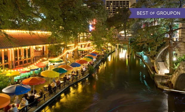 4 Star Wyndham Hotel Overlooking San Antonio Riverwalk