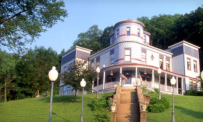 Mont Rest Inn - Bellevue, IA: 1- or 2-Night Stay for Two at Mont Rest Inn near Galena, IL, Valid Sun.–Fri.