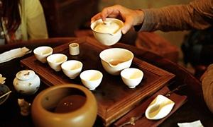 Shennong Tea Lounge: 2 Stunden Tee-Seminar inklusive Verkostung und Gebäck in der Shennong Tea Lounge ab 19,90 € (bis zu 63% sparen*)