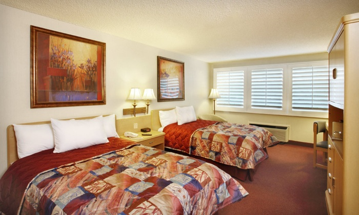 Grand Vista Hotel - Simi Valley: One-, Two-, or Three-Night Stay for Up to Four at Grand Vista Hotel in Simi Valley