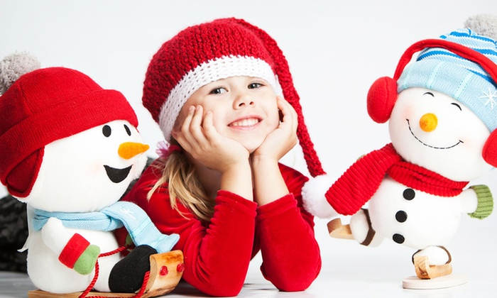 """Studio Art Maria - Centrepointe: Holiday Photo Shoot for Up to 4 or 10 Subjects with One 8""""x10"""" Print at Studio Art Maria (Up to 75% Off)"""