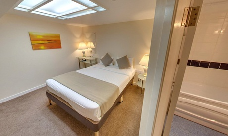 Edinburgh: One-Night Stay for Two with Breakfast and Option for Dinner and Wine at Britannia Hotel Edinburgh from Britannia Hotel Edinburgh