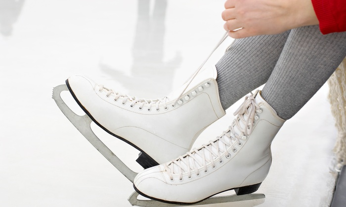 Lloyd Center Ice Rink - Lloyd District: $23.90 for All-Day Classic Holiday Skate with Skate Rental for Two at Lloyd Center Ice Rink ($32 Value)