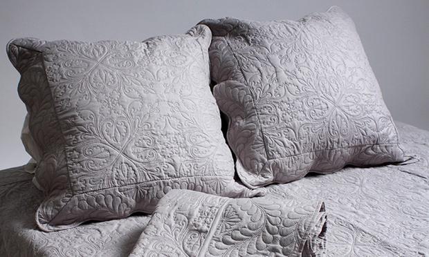 couvre lit boutis matelass avec 2 taies d oreiller 8 coloris au choix 34 90 50 de. Black Bedroom Furniture Sets. Home Design Ideas
