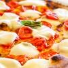 Menu con pizza, dolce e birra