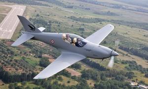 Prime Aviator GbR: 60 Min. Kampfflugzeug-Erlebnis mit bis zu 300 km/h selber fliegen für 1 Person bei Prime Aviator GbR (69% sparen*)