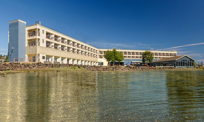 Silverdale Beach Hotel - Silverdale, WA: Stay with Daily Breakfast for Two at Silverdale Beach Hotel in Silverdale, WA. Dates into June.