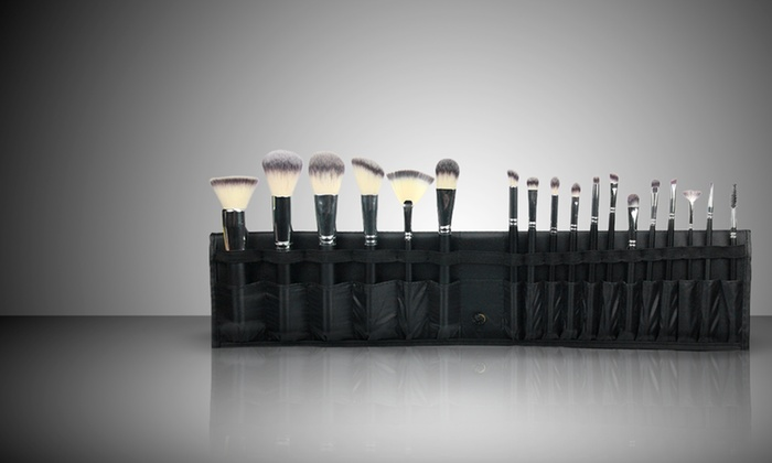 Beauté Basics: $99.99 for a Beauté Basics 18-Piece Deluxe Kyoto Vegan Brush Set ($299.99 List Price). Free Shipping and Returns.