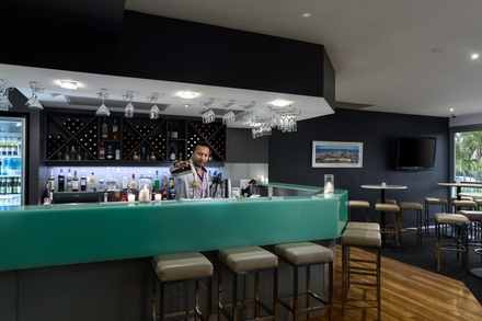 Brisbane: 1 Night with Buffet Brekky, Late CheckOut, Parking and Option for Meal at The 4* Park Hotel Brisbane