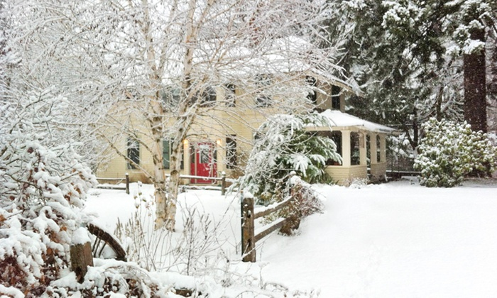 The Old Parkdale Inn B&B - Mount Hood, OR: 1- or 2-Night Stay for Two at The Old Parkdale Inn B&B in Mount Hood, OR. Combine Up to 4 Nights.