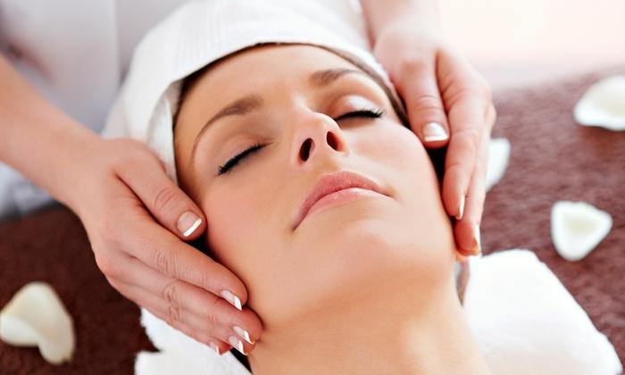 Les Cheveux Salon - Grand Haven: Deep Pore-Cleansing Facial with Mask from Les Cheveux Salon (64% Off)