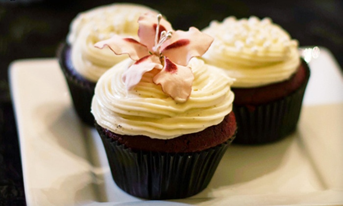 Frosted Cupcakes - Highlands/Perkins: $9 for Half a Dozen Cupcakes at Frosted Cupcakes ($18 Value)