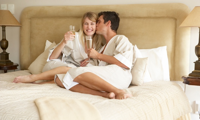 Quality Inn - Southfield: $99.99 for a 1-Night Stay at Quality Inn Southfield with Romance Package (Up to $200.99 Value)