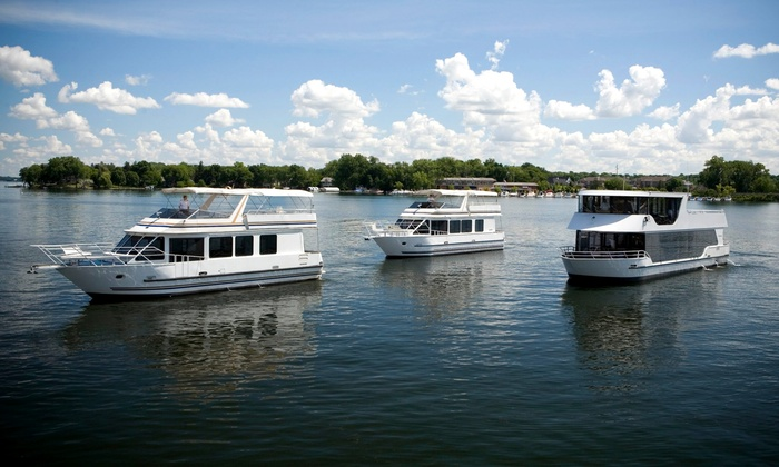 Paradise Charter Cruises & Minneapolis Queen - Multiple Locations: Sightseeing or Happy Hour and Pizza Cruise from Paradise Charter Cruises & Minneapolis Queen (Up to 50% Off)