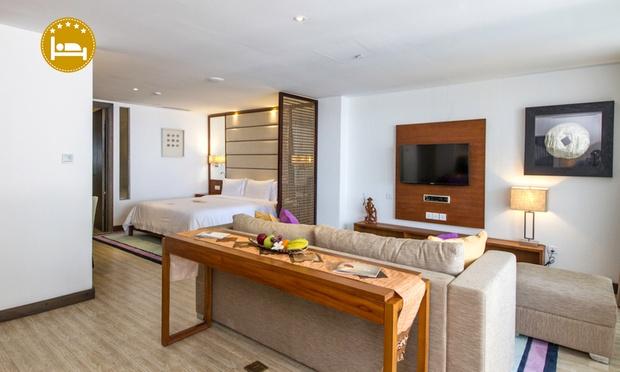 Bali: 5* Lv8 Resort Hotel 0