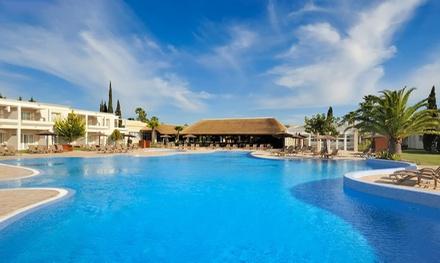Groupon.it - Chiclana de la Frontera: soggiorno in camera Junior Suite con colazione per 2 persone presso il Vincci Costa Golf 4*