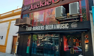 Jackie O.: Desde $159 en vez de $300 por hamburguesa + papas fritas + chopp de cerveza para dos o cuatro en Jackie O