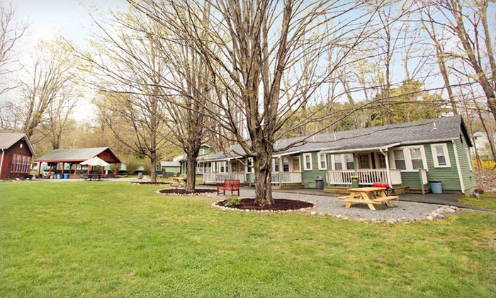 Valley Brook Inn & Cottages - Wurtsboro, NY: Stay at Valley Brook Inn & Cottages in Wurtsboro, NY. Dates Available into October.