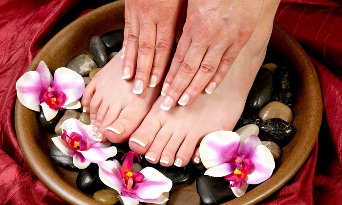 Michelle's Everlasting Beauty - Oakville: C$30 for a Shellac Manicure and a Deluxe Pedicure at Michelle's Everlasting Beauty in Oakville (C$60 Value)