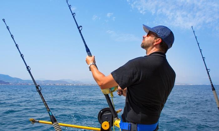 Oversea - Più sedi: Pesca sportiva d'altura su barca a motore per tonni, scorfani e palamiti da 89 €