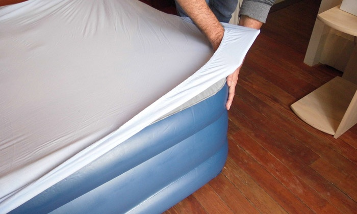 Matelas gonflable airbed groupon shopping - Matelas gonflable avec gonfleur integre ...