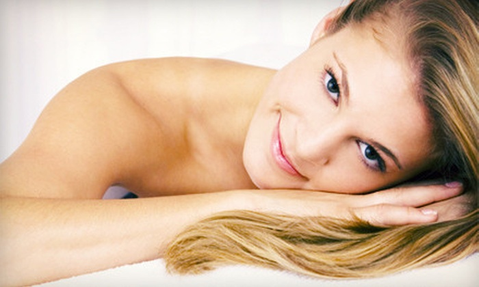 Suvarna Chiropractic - Lakeview: $35 for a 60-Minute Massage at Suvarna Chiropractic ($80 Value)