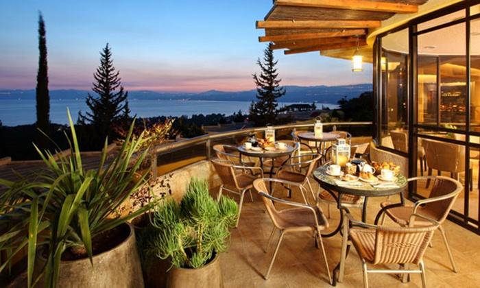 """כפר הנופש רמות: חופשה מול נוף הכנרת, כולל סופ""""ש: לילה בכפר הנופש רמות, בחדר דלקס, על בסיס לינה וארוחת בוקר, החל מ-599₪ לזוג!"""