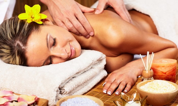 Glam Parrucchieri - GLAM PARRUCCHIERI (VIA MONTI): 3 massaggi a scelta di un'ora ciascuno da Glam Parrucchieri a 39 € invece di 150