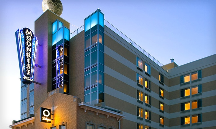Moonrise Hotel - West End: One-Night Stay with $25 Breakfast Credit and Valet Parking at Moonrise Hotel in St. Louis