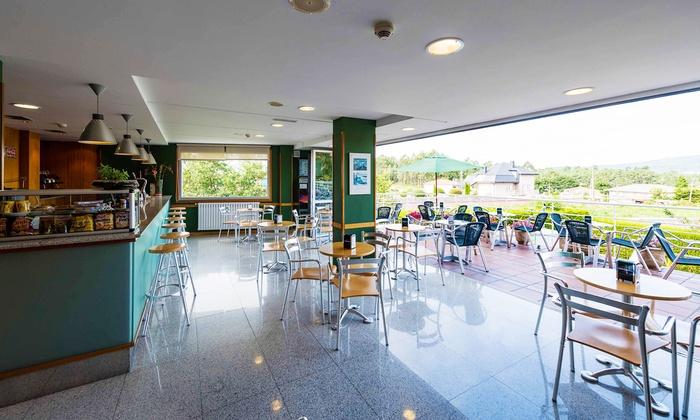 1, 2, 3, 5 o 7 noches en Sanxenxo para dos con desayuno y late check-out en Hotel Troncoso desde 34€