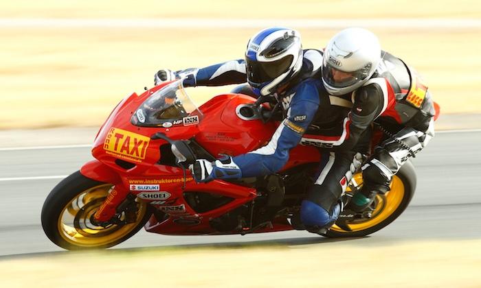Motorrad RENNTAXI - Motorrad-RENNTAXI,: 3 Runden im Doppelsitzer für 1 oder 2 Personen mit Motorrad-Renntaxi