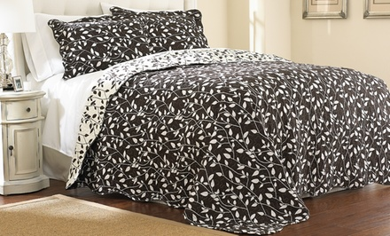 Hotel New York 3-Piece Reversible Quilted Bedspread Sets.