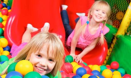 Eintritt für 2 oder 4 Erwachsene und Kinder inkl. Getränk oder Geburtstagspaket im Hallenspielplatz Alpimaro ab 9,50 €