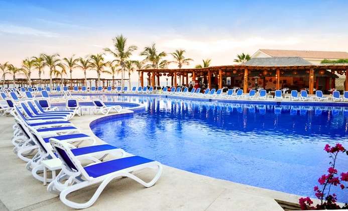 All-Inclusive Resort Along Cabo Beach