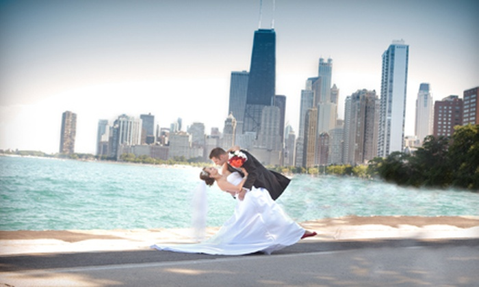 Light Snap Studios - Chicago: $99 for a One-Hour On-Location Photo Shoot with Three Prints and DVD of Images at Light Snap Studios ($330 Value)