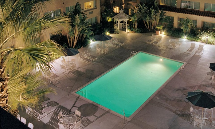 Grand Vista Hotel - Simi Valley: One-Night Stay with Two Drinks and Breakfast for Two at the Grand Vista Hotel in Greater Los Angeles