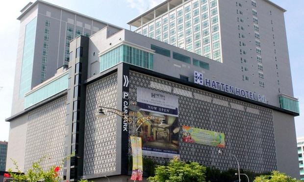 Malacca: 4* Hatten Hotel + Coach 5