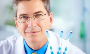 Studio Dentistico Dott. De Pisapia Antonio: Visita specialistica con pulizia denti, smacchiamento e sbiancamento con lampada LED
