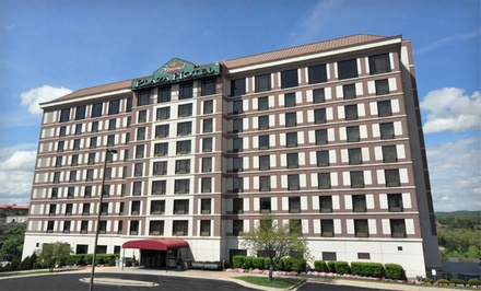Option 1: Standard Queen Room - Grand Plaza Hotel in Branson