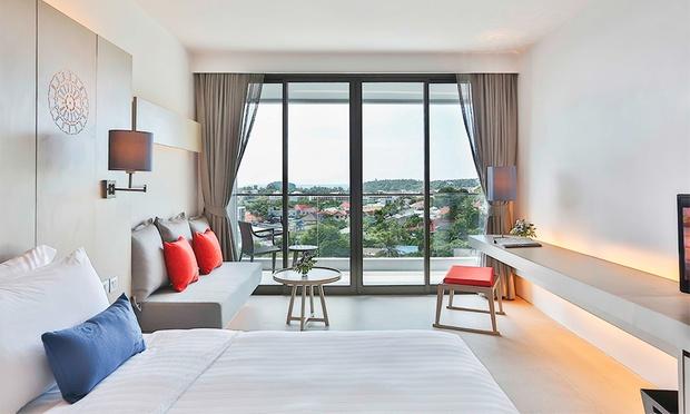 Phuket: 4* Stay at Eastin Hotel 3