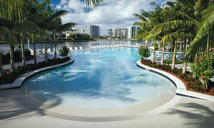 Crowne Plaza Hotel - Hollywood Beach Resort - Fort Lauderdale: Stay for Two with Parking at Crowne Plaza Hotel - Hollywood Beach Resort, with Dates Through March 10