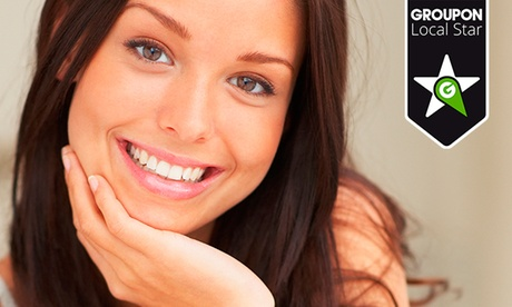Limpieza bucal con ultrasonidos, fluorización y pulido con opción a blanqueamiento desde 9,90 € en Clínica Dental Gaiton