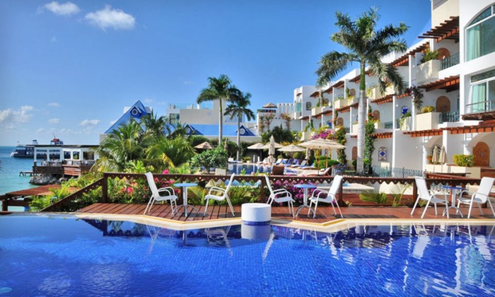 Hotel Villa Rolandi - Miami: Three- or Four-Night Stay with Daily Breakfast and Yacht Transport at Hotel Villa Rolandi in Isla Mujeres, MX