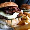 Burger mit Pommes und Softdrink