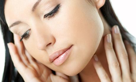 Tecnic Estilistas: limpieza facial y mesoterapia con opción a retoque de labio y ceja o a masaje de piernas desde 19,95€