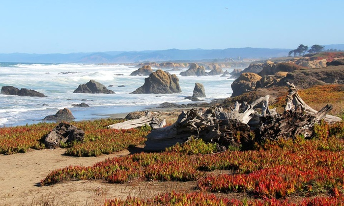 North Cliff Hotel - Fort Bragg: 2-Night Stay with $20 Dining Credit at Cliff House Restaurant in Fort Bragg, CA
