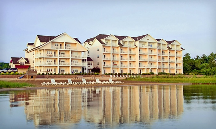 Cherry Tree Inn & Suites - East Bay: Beachfront Inn in Michigan Resort Town