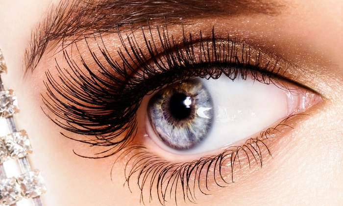 The Beauty Lounge - The Beauty Lounge: C$33 for Brow Shaping with Brow and Lash Tinting at The Beauty Lounge (C$67.50 Value)